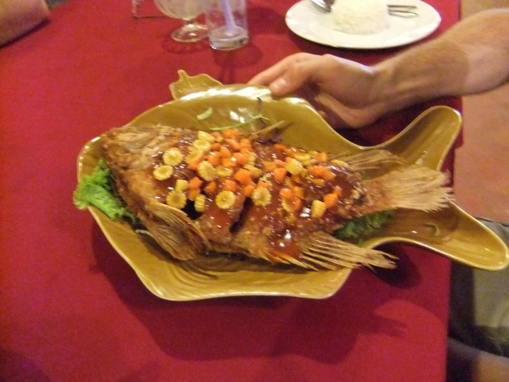 Fried red snapper with tamarind sauce
